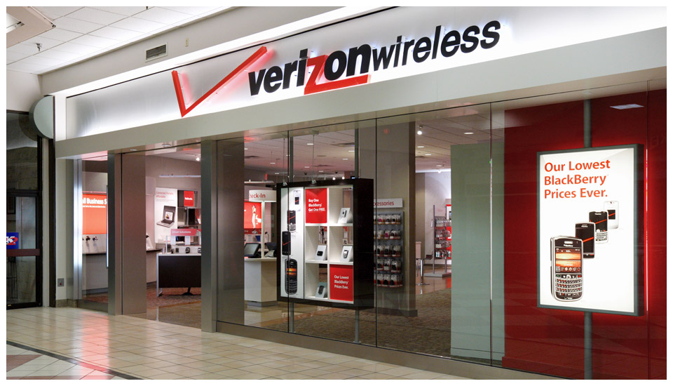 Verizon Wireless, LEED Mall Store - Wyoming 1